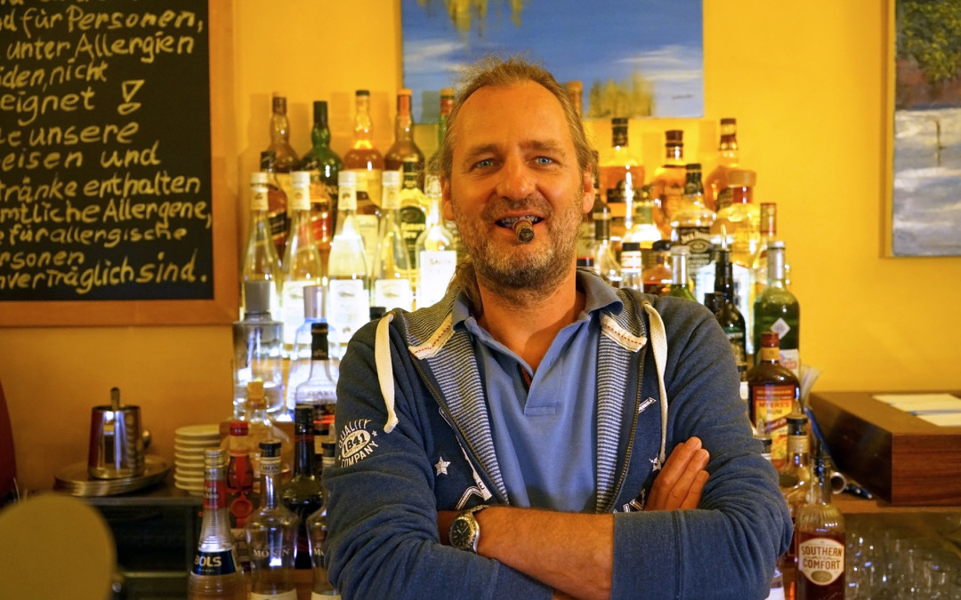 Gunnar: Der Barkeeper hinter den trooble Kaffees